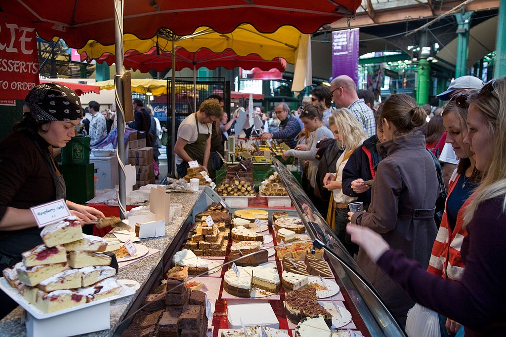 1024px-Borough_Market_cake_stall,_London,_England_-_Oct_2008